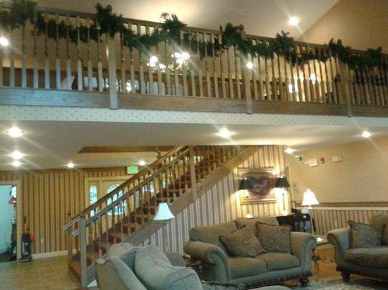 Christmas Farm Inn & Spa: carraige house reception area