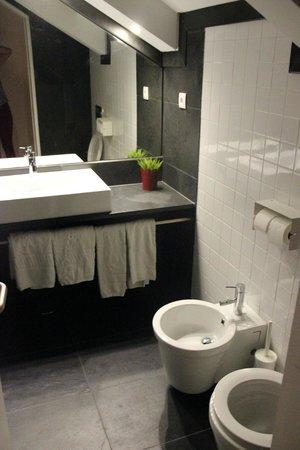 Lisbon Serviced Apartments - Praca do Municipio: Grande salle de bains