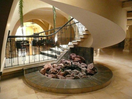 Mediterranee Thalasso Golf: Hall d'entrée - Escalier d'accès au restaurant
