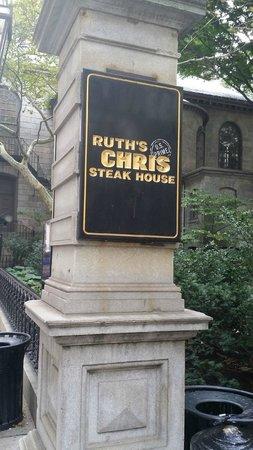 Ruth's Chris Steak House: Entrance of Ruth's Chris