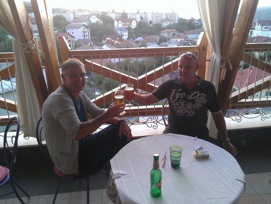 Hotel Simfonia: Lekker pilsje op mooie hoogte