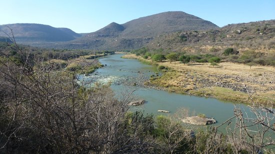 Zingela Safaris & River Camp : View at House on hill