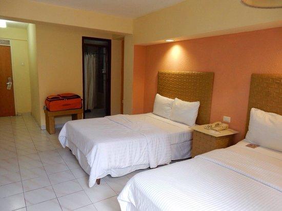 Hotel Maria del Carmen: La chambre.
