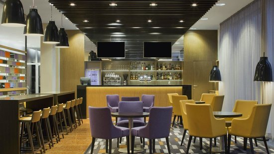 Four Points by Sheraton Ljubljana Mons: The Bar
