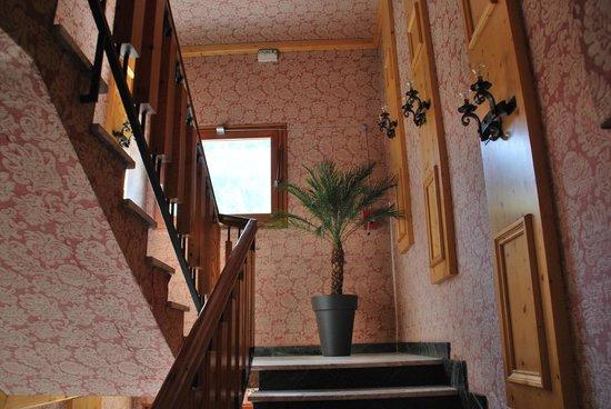 Hôtel l'Alpazur : Cage d'escalier