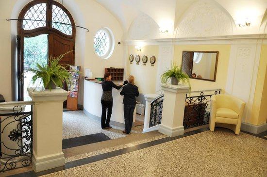 Hotel u Svateho Jana: Lobby & Reception
