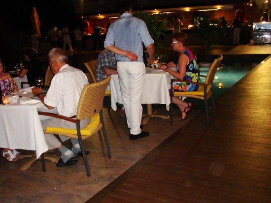 Gloria Verde Resort: 3 Ужин - выход из здания ресторана