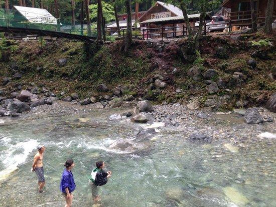 Tsukechi Gorge: キャンプサイト脇の川にて