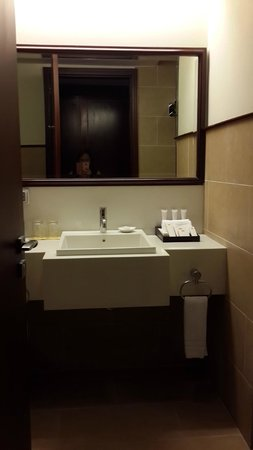 Vissai Saigon Hotel : Bathroom