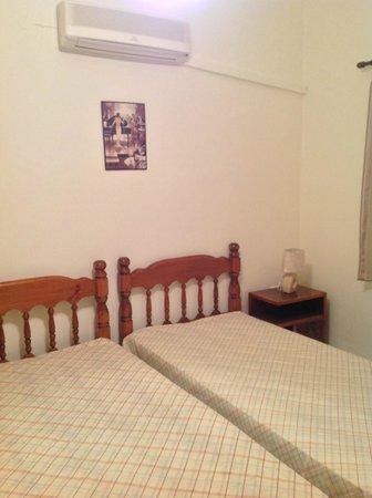 Georgia's Apartments : BEDROOM1