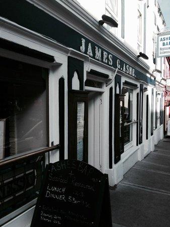 Ashe's Seafood Restaurant & Bar: exterior