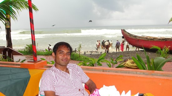 Hotel Jasmine Palace Kovalm: at the beach resturent