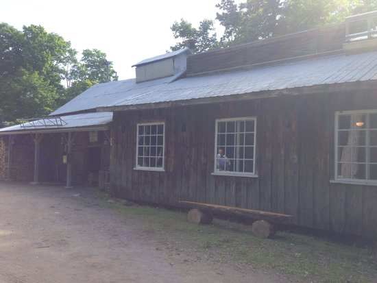 Erabliere le Chemin du Roy: The outside of the sugar shack