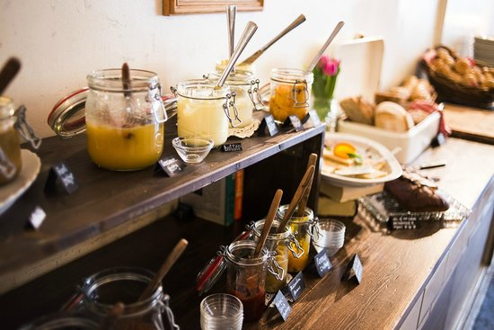 breakfast picture of michelberger hotel berlin tripadvisor. Black Bedroom Furniture Sets. Home Design Ideas
