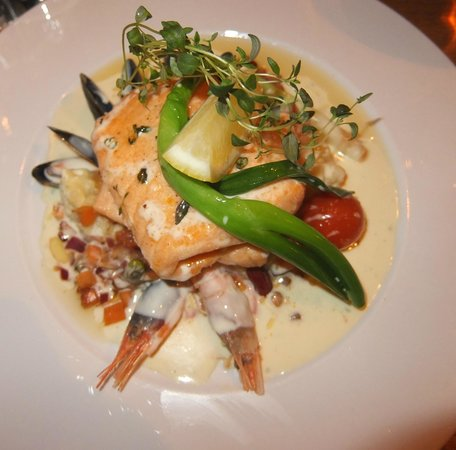 XL Diner: Baked Salmon with Truffle and Onion sauce