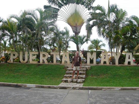 The Plaza: Lembrando o povo Maya!