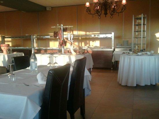 Dona Isilda: Inside the restaurant