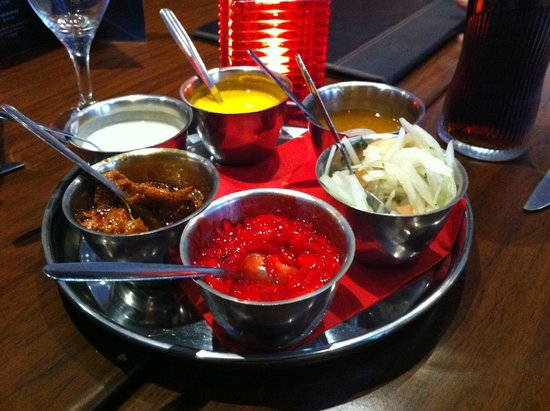 Royal Tandoori Indian Restaurant & Takeaway: Poppadom side-dishes