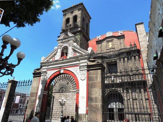 Entrada a la iglesia de Santo Domingo, Puebla