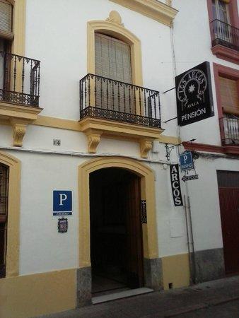 Pensión los Arcos: form the street Romero Barros