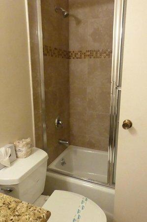 Dunes Inn - Wilshire : saubere Dusche