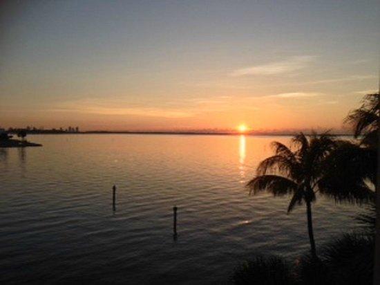 Palmeiras Beach Club at Grove Isle: Sunrise from our balcony