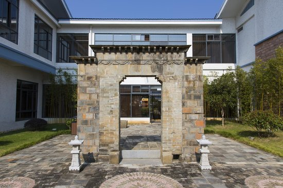 BEST WESTERN Jooch Resort Hotel : 酒店的一幅古墻,發展時做好保護古積,抵讚!