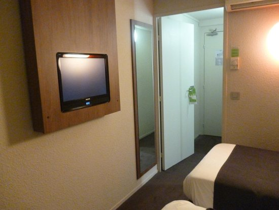 Campanile Paris Sud - Porte D'Orléans - Arcueil : Entrada a la habitación con doble puerta