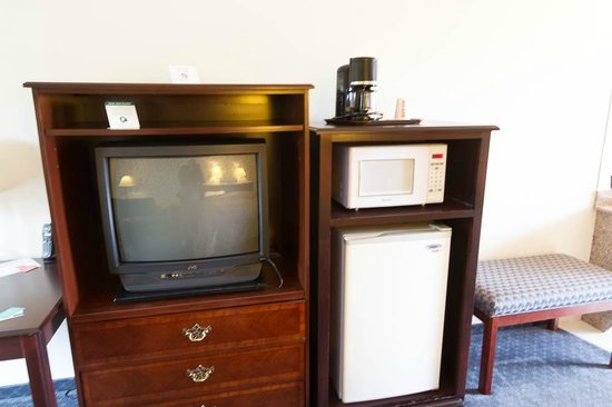 ‪‪Lewis River Inn‬: TV, Microwave, Fridge‬