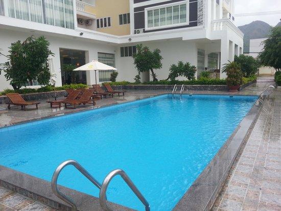 Chau Loan Hotel: Бассейн