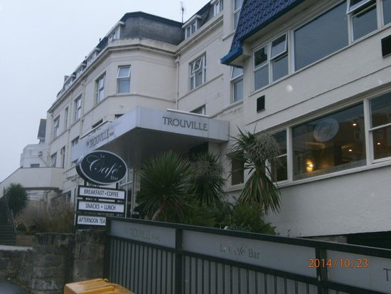 The Trouville Hotel: Front of hotel