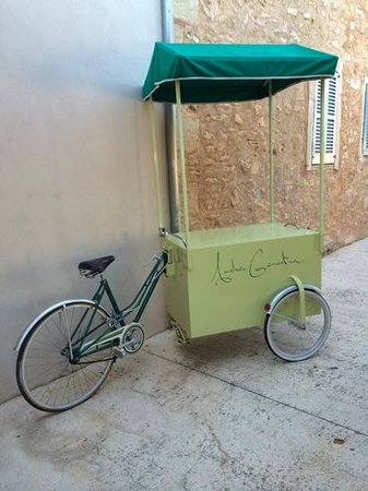 Andreu Genestra Restaurant: restaurant bike!