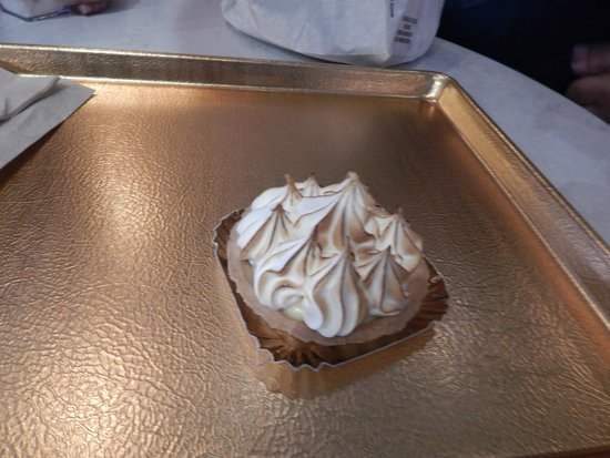 Les Halles Boulangerie Patisserie: Boulangerie Pastisserie