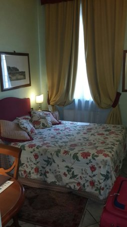 Hotel Rosary Garden: Queen bed