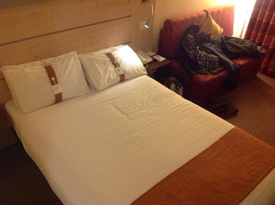 Holiday Inn Express Folkestone Channel Tunnel: our room