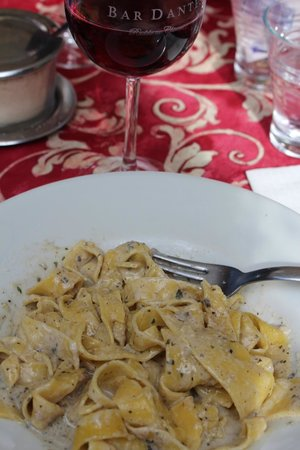Bar Dante: home made pasta with funghi and tartufi