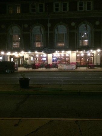 The Yorktowne Hotel: outside hotel and restaurant at night