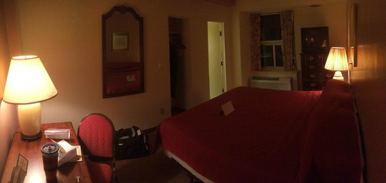 The Yorktowne Hotel: 6th floor King Bed