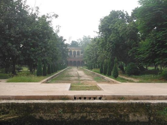 Rambagh Gardens: The gardens in neglect