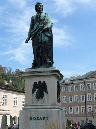 Mozartplatz : Mosart statue