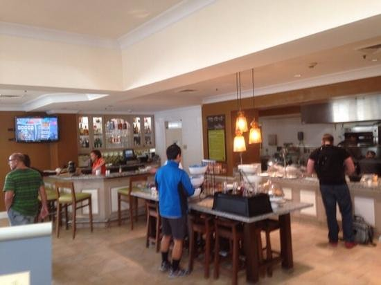 Hilton Garden Inn San Francisco Airport North : Rockin't Breakfast Bar with Omeletts made to order