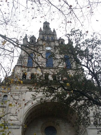 Basilica of Begona: Фасад