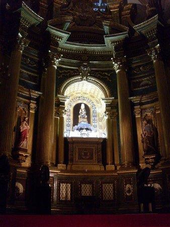 Basilica of Begona: Алтарь