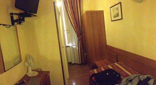 Hotel Julia: A single room