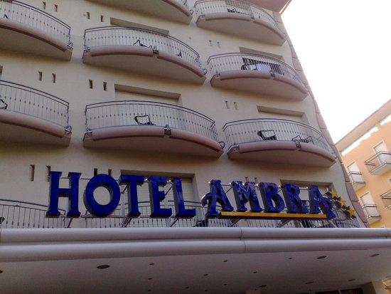 Hotel Ambra: insegna dell'hotel