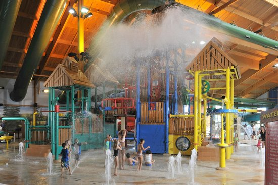smokey 39 s grill picture of grand lodge waterpark resort. Black Bedroom Furniture Sets. Home Design Ideas