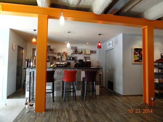 Salon d tente photo de restaurant rapha l cogolin for Salon detente