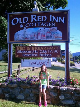 Old Red Inn & Cottages: Sign from the Road