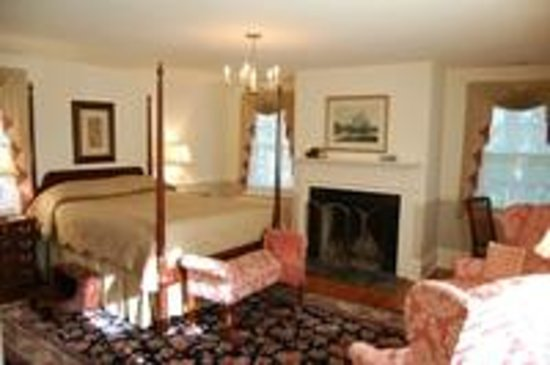 Chester Bed & Breakfast: This spacious second-floor room overlooks the arboretum grounds