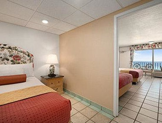 Days Inn Panama City Beach/Ocean Front: Family Suite